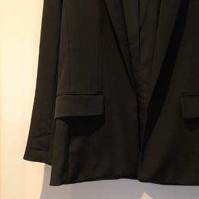 Fin blazer fra H&M i lækker kvalitet str. 38✨