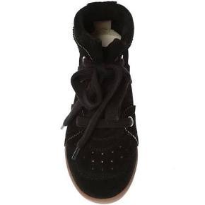 Isabel Marant Bobby sneakers i meget fin stand. Er brugt få gange og står desværre bare i skabet. Sælges derfor billigt.