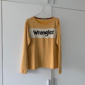 Cool og retro strik fra Wrangler 🙌🏻  Prøvet på et par gange, men ellers har den bare hængt i skabet. Den er lidt lille i størrelsen, og derfor har jeg ikke fået den brugt.