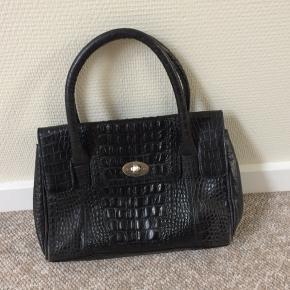 Så fin taske med krokoprægning - fin til både det feminine og rå look