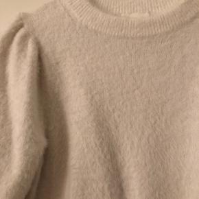 Hvid plusset t-shirt   Køb 3 ting fra min profil og få den billigste ting med gratis😍