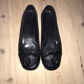 Chanel sko, som ALDRIG ER BELEVET BRUGT💗 byd bare:)