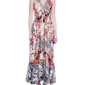 Varetype: L.o.v.e dress/maxi kjole Størrelse: 1 Farve: se  Smuk smuk maxi kjole. Har købt den på ts, men aldrig fået brugt den. Bytter ikke.