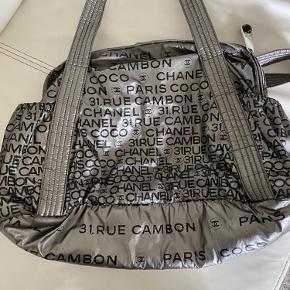 Flot Chanel taske købt her på Trendsales jeg har ikke fået den brugt den som den fortjener så derfor sælger jeg den Jeg har ingen kvittering BYD gerne