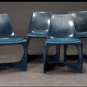 Cado stole tegnet af Steen Østergaard. Fire lækre stole i plast med alderssvarende brugsspor. Alle med fast ryg. Kan stables. Prisen er pr stol. Sælges samlet.