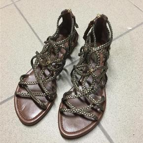 f6f840660bc Varetype: Sandaler / sko Farve: Bronze - se billederne Prisen angivet er  inklusiv forsendelse. Louis Vuitton Sandaler