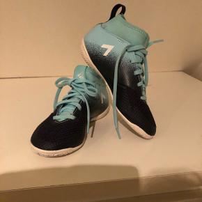 Indendørssko - brugt 1 gang Str 30 - Adidas