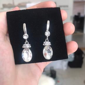 Sælger disse fantastiske øreringe. Jeg kender dsv. Ikke mærket, da jeg har fået dem i gave. Nypris: omkring 300 kr. Mindstepris: 90 kr. Eksklusiv fragt