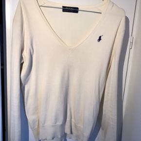 Cremefarvet sweater fra Polo Ralph Lauren i super fin stand ☺️ Str. XS men kan sagtens passes af en S NP ca 1200 kr