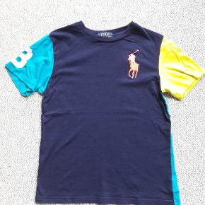 T-shirt str 8 / s Polo Ralph Lauren  Næsten som ny- brugt få gange  Fra røgfrit og dyrefrit hjem