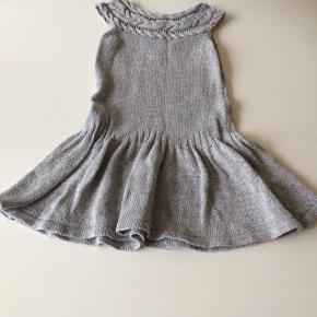 Grå/sølv rigtigt sød kjole er brugt men ellers fin