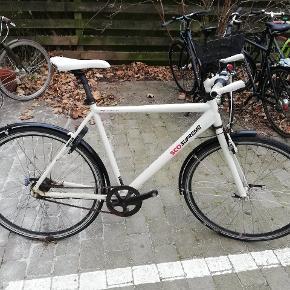 Ældre SCO cykel, som er godt slidt.Kører fint normalt fint, men mangler nye pedaler. Kan evt. bruges til reservedele.