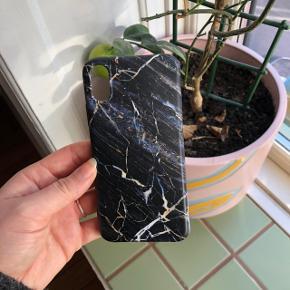 Fineste IPhone covers, passer til en størrelse IPhone x. Fejler intet, de to med marmor effekt kan bøjes, den med blomster kan ikke 🕊 1 stk for 40 kr  3 stk for 100 kr