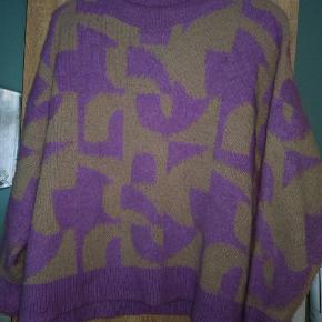 Superfed blød strik str xl  Lavendel/svaggul  Fnuller, men stadig fin  Tager ikke mål eller flere billeder ✌