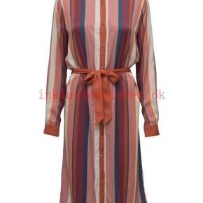 Brugt 1 gang,  Kjole/ kimono, syntes at str svare mere en xl