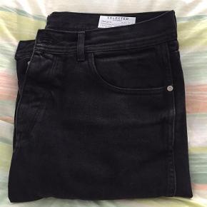 Varetype: Jeans Størrelse: 34/34 Farve: Sort/lidt grå Oprindelig købspris: 599 kr. Prisen angivet er inklusiv forsendelse.