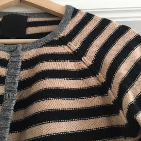 In Wear sweater