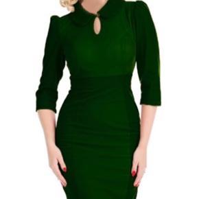Helt ny wiggle dress fra Hearts & roses str 10 (small).  Sælges for 100kr pp med dao😊