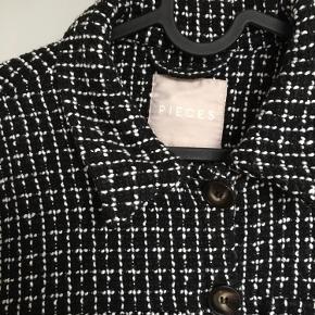 Fin Pieces jakke, str m. Den er brugt en enkelt gang.