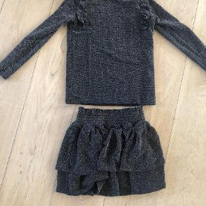 Varetype: Andet Farve: Sort Oprindelig købspris: 700 kr.  Rigtig fint sæt med glimmer Bluse str 8 Nederdel str 6, men stor i elastikken