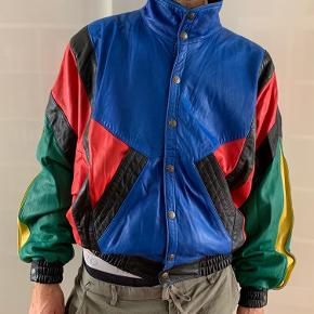 80's vintage leather bomber jacket, soft on touch, in a very good condition.  Label says Size XL, however model usually wears M. Unisex fit, can sure look great on ladies too.  Lamb leather, Inner lining polyester, Dry clean only.  Will be quite heavy to ship, can be tried on in Nørrebro.