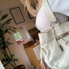 PRIS IKKE FAST.  Ret brugt vintage miumiu taske, købt i Happel Odense for mange år siden🌸 BYD gerne
