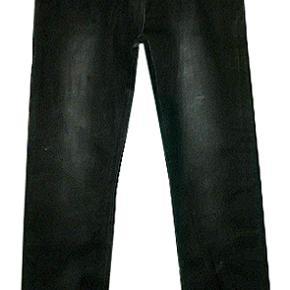 Smarte jeans fra INTOWN Lotus Gold i str 42. Livvidde 42 cm, livhøjde 27 cm, benlængde 81 cm. Buksen er i 98% bomuld og 2% spandex.