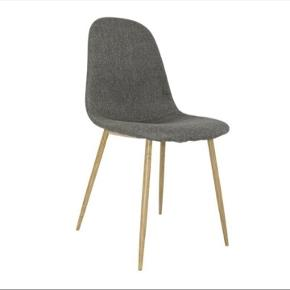 2 stk spisebord stole.  Ny pris 350 kr. pr stk.  2 stk sælges for 450 kr.  Pæn stand.