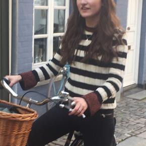 Sælger denne fine strippede sweater fra Mango i størrelse XS.  (evt. fragt betales af køber - sender med DAO)