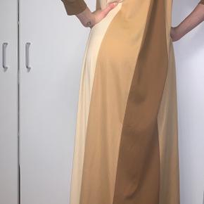 Smukkeste maxi kjole i brune nuancer.  S/M   BYD gerne