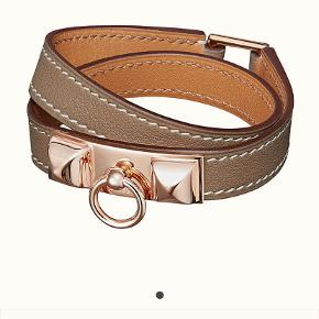 Brand new Hermès Rivale double tour leather bracelet. Color: etaupe with rose gold hardware. Size: T1 (wrist size approx. 14.5 cm).