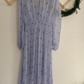 Smukkeste kjole fra Baum und Pferdgarten i størrelse 36.