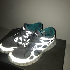 Nike free - str 40. Brugt men stadig i god stand. Vaskes inden salg
