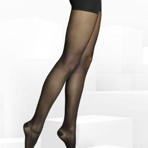 "Brand: Item M6 Varetype: -=NYE=- ""2 stk"" TIGHTS TRANSLUCENT Farve: Sort Oprindelig købspris: 750 kr.  Semi-sheer tights featuring an opaque panty top and reinforced heel and toe.  Features: Semi-sheer with a fine, matte structure Hightech Compression Push-up effect to lift the rear Superior colorfastness, super durable Microcirculation for smoother skin Hightech Form-Fit Thread More energy, light and slender legs  Elegant appearance thanks to a semi-sheer, matte structure. Support for long periods of sitting and standing. Long-lasting quality made in Germany. With their matte appearance, Tights Translucent stylishly complement any business or evening ensemble. No matter the season or event, these tights can be combined with business suits or dresses, making them the tasteful choice for a day at the office, family gatherings or evenings out. Tights Translucent feature a reinforced panty top with subtle shaping technology to provide a perfectly contoured look.  With medi's special compression technology, Tights Translucent promote the flow of blood and relieve stress on the circulatory system. Until sunset – and well beyond – they help keep legs fresh and well circulated. Their promise: energy for your lifestyle 24 hours a day. Taking precise measurements of the wearer's height and size ensures that Tights Translucent always fit perfectly and provide an optimum effect.  The high-tech quality of Tights Translucent is guaranteed thanks to our state-of-the-art manufacturing processes, which are based on medi compression expertise. And naturally, these semi-sheer tights are made in Germany. Material: 66% Polyamide, 34% Elastane"