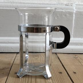 Bodum kop Højde 12,5 cm  Fra hjem uden røg eller kæledyr.  Sender gerne, køber betaler porto. Kan også afhentes på Frederiksberg.