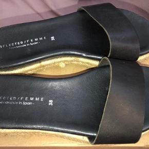Lækre slip in's, brugt minder end 30 min og ingen slid og jeg må erkende at selvom de er så fine så er jeg ikke til plateau sko 🙈 Np 399 sælges for kun 100 plus Porto/gebyr