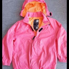 Fin vind og vandtæt jakke fra Molo.   Kig endelig forbi mine andre annoncer.   Kan hentes på Amager eller sendes mod betaling