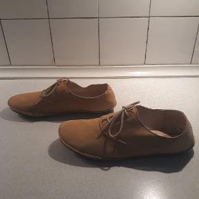 Super flotte sko i det blødeste skind. Sålen er flad i det. Brugt få gange.
