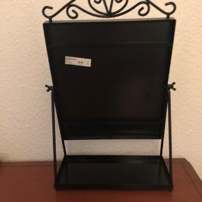 Bordspejl, IKEA  Mål: H: 43 B: 27  I metal 2 år gammelt