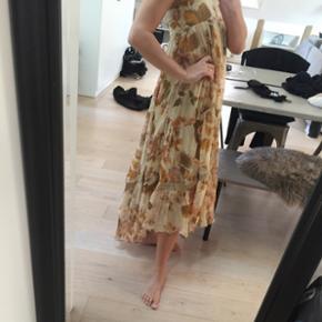 Kjole som også kan bruges som nederdel - str 36, fra Malene Birger, 3500kr fra ny, i 100% smukt silke stof, Byd gerne 👗