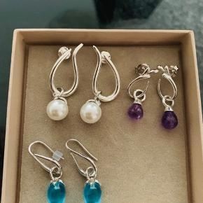 Smukke izabel camille øreringe. Mindsteprisen er 300 kr per par. Jeg handler kun via mobilepay og bytter ikke. Og lad venligst være med at skambyde, når jeg allerede har sat smykkerne ret billigt til salg!