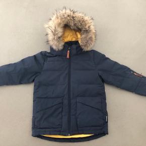 Dejlig varm vinterjakke -ægte pels. Med afskalninger (se billede )- deraf prisen.