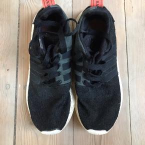 Adidas NMD  Cond. 6 da de er brugt   Størrelse 39 1/3  Mp 75kr.  Pb hvis du er intra eller har spørgsmål.