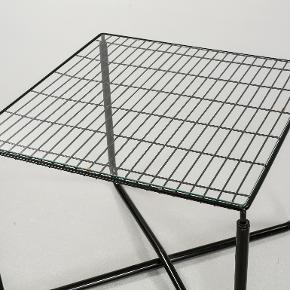 Super flot vintage ikea sofabord/sidebord designet af Niels Gammelgaard i 80'erne. Jeg er SUPER glad for det, men jeg har desværre bare ikke plads til det på mit lille værelse, og jeg må derfor sælge det videre.  Det kan afhentes i Aarhus C og skal bæres ned fra 3. sal (men det hjælper jeg gerne med). :)