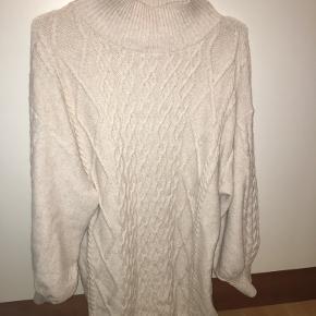 Super flot strikket kjole fra hm  Str l  Brugt utroligt få gange  Høj hals  Kradser IKKE og er god varm