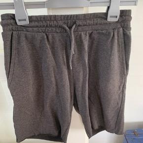 Behagelige shorts i grå og grøn