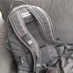 Lækker men brugt Haglöfs rygsæk. Kan bruges som skoletaske til weekendture eller friluftsliv. Virkelig rummelig.