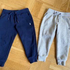 Unisex Ralph Lauren tøj str 92 Mørkeblå bukser GMB 90 kr Grå bukser NSN 130 kr Orange tshirt NSN 75 kr