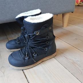 Lækre læderstøvler foret med lammeuld fra Green comfort str 30.  Sorte.  Brugt, men mange gode timer i dem endnu.