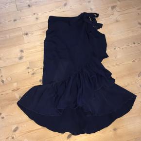 Slå om nederdel i mørkeblåt stof